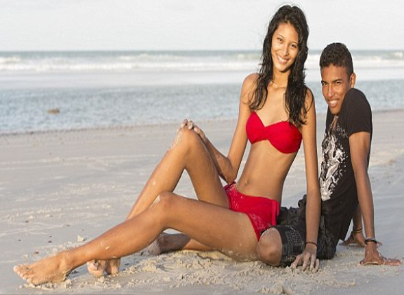 World's Tallest Teen is Engaged – 6ft 8in Brazilian teenager to marry her 5ft 4in boyfriend